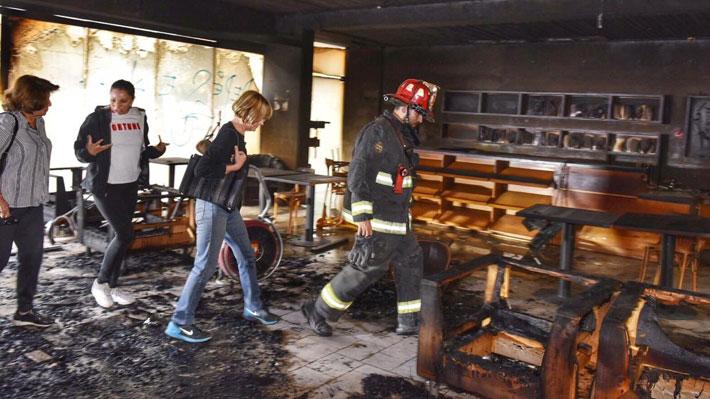 Incendian Café Literario en Providencia: Estaba preparado para reabrir tras ataque sufrido a fines de octubre