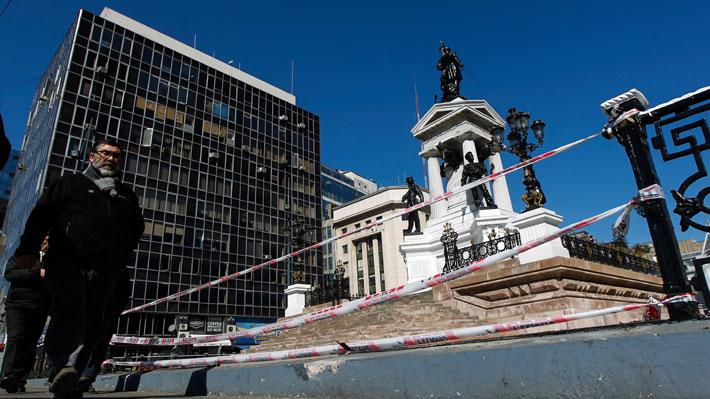 """Ministro Espina por atentado a Monumento a Héroes de Iquique en Valparaíso: """"Es un cobarde ataque de delincuentes"""""""