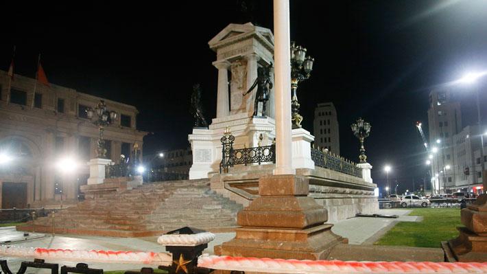 """Repudio transversal a ataque a Monumento de Héroes de Iquique: """"No es protesta, sino vandalismo puro y simple"""""""