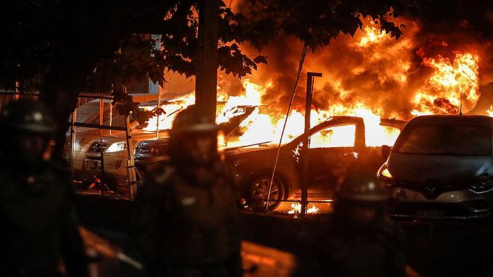 Daños al Hotel O'Higgins, ataque a automotora y 20 carabineros lesionados: Incidentes marcan inicio del Festival