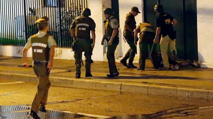 Violencia previa al Festival: Se registraron 24 detenidos, 29 efectivos de carabineros lesionados y nueve tiendas saqueadas
