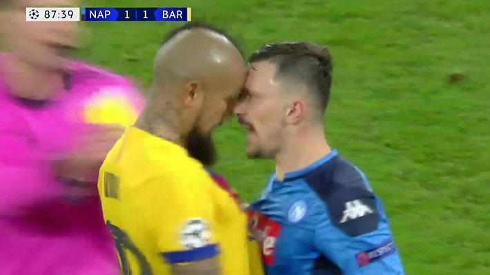 Dos amarillas en sólo segundos... Mira la falta y el fuerte cruce que le costaron la expulsión a Vidal en la Champions