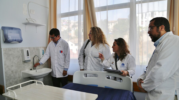 """Ministro de Salud precisa que vuelo con primer caso de coronavirus en Latinoamérica """"no traía chilenos"""""""