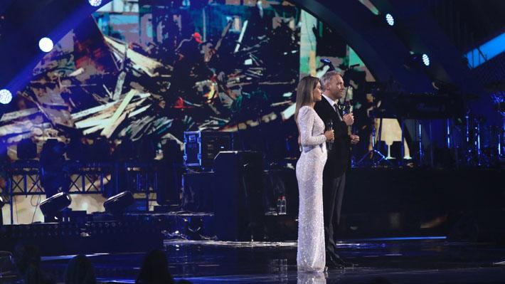 """Conductores del backstage e incluso """"El Flaco"""" aparecen para rellenar Viña 2020 ante el atraso de Maroon 5"""