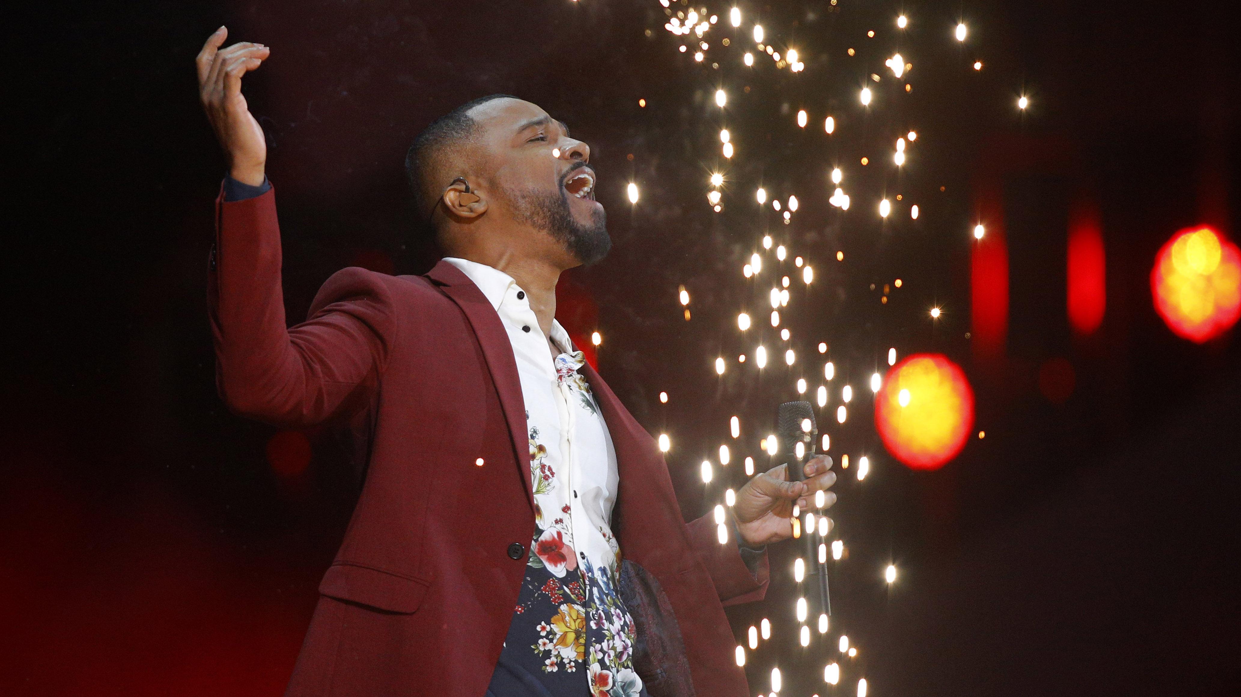 Alexandre Pires entregó un romántico show ante una Quinta Vergara modificada para aumentar al público en palco