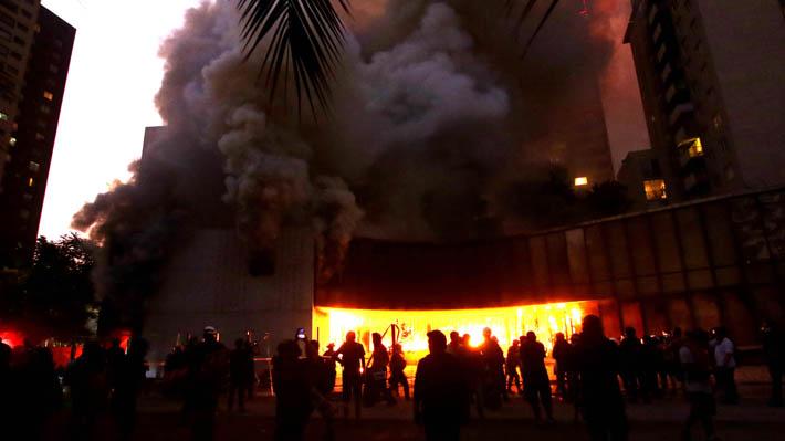 Bomberos controló nuevo incendio que afectó al Museo Violeta Parra en el centro de Santiago