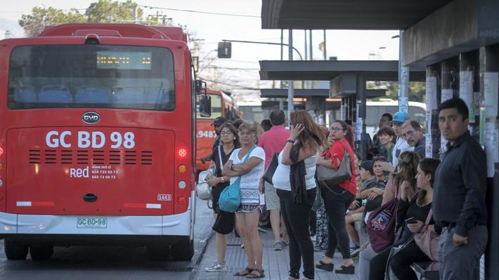 """Cómo funcionará el transporte público en la RM para el """"súper lunes"""": Reabrirá la estación Ñuble y habrá 73 buses de apoyo"""