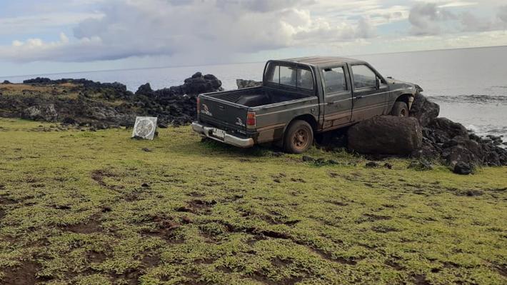 """Turista chileno fue detenido tras impactar con una camioneta a plataformas donde se ubican los Moai: """"El daño es incalculable"""""""