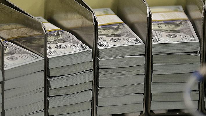 Tendencia alcista del dólar se frena en el inicio de marzo: Divisa cae casi $8