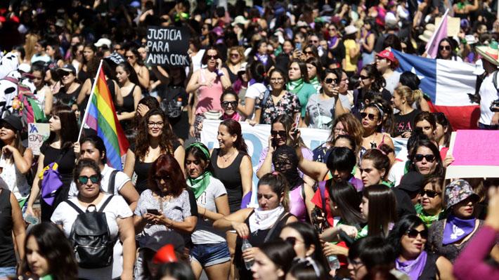 Miles de mujeres marcharon en Santiago en una nueva conmemoración del 8M