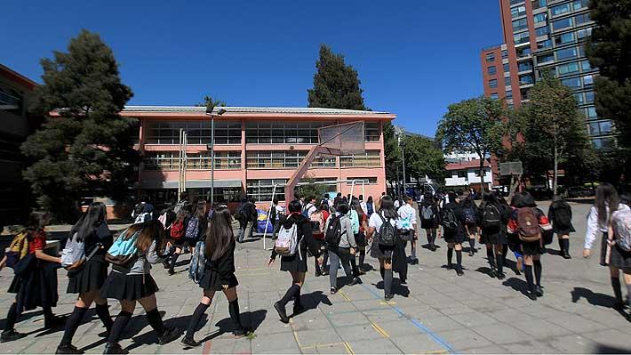 Figueroa dice que existe un protocolo para colegios y llama a la tranquilidad tras casos de Covid-19 en recinto de Vitacura