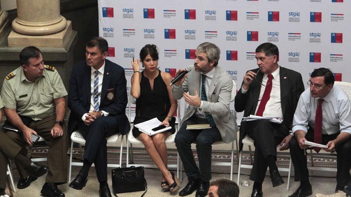 Blumel se reúne con alcaldes de Santiago y dice que se han dispuesto medidas y recursos para recuperar el orden público