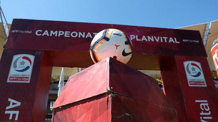 Gobierno anuncia que el fútbol chileno se jugará sin público hasta mediados de abril