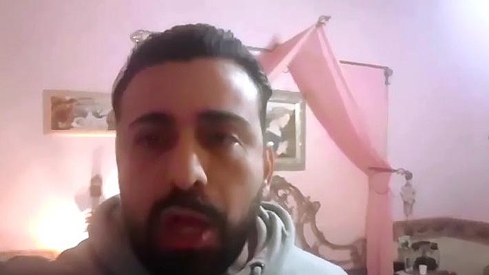 Actor italiano pidió ayuda en redes sociales asegurando que convivió aislado con el cuerpo de su hermana