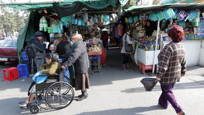 Emergencia comunal y cierre de malls y persas: Las nuevas medidas de algunos municipios ante el avance del Covid-19