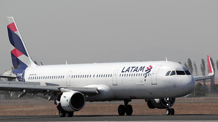Latam anuncia drástica reducción de 70% de sus vuelos ante cierre de fronteras de países por coronavirus