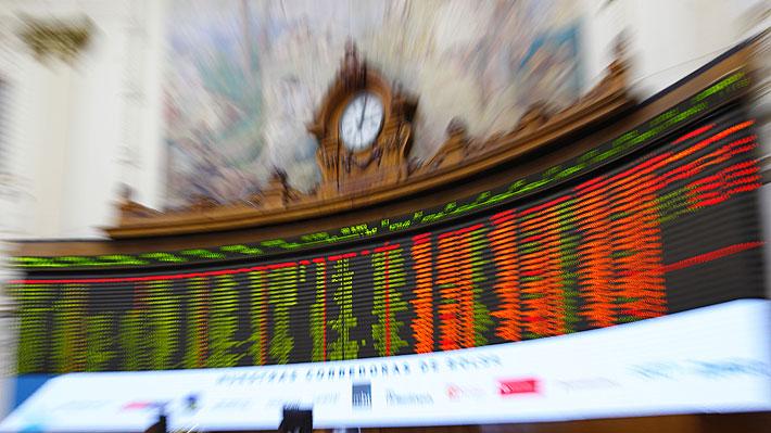 Bolsa de Santiago se derrumba más de un 14% y anota su mayor caída en más de 30 años