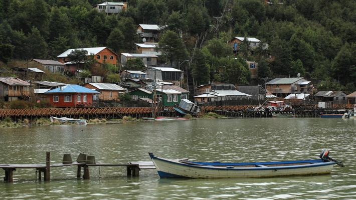 Chilenos en cuarentena: La experiencia en Tortel y de otras personas aisladas en sus casas tras el auge del Covid-19