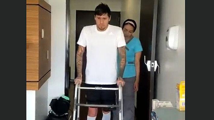 Nicolás Castillo sorprende y publica un video volviendo a caminar en el hospital