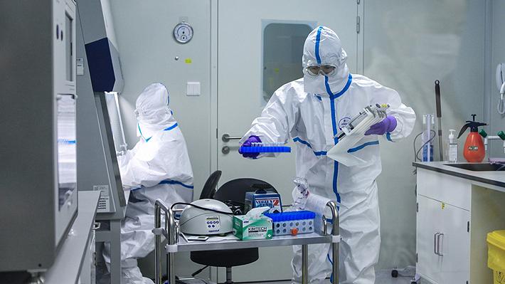 El decreto que permite al Minsal contratar médicos extranjeros o aún en la universidad para los hospitales modulares
