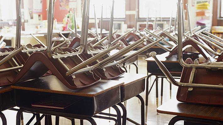 """Gobierno admite que año escolar se podría prolongar hasta """"muy avanzado el verano"""" de 2021"""