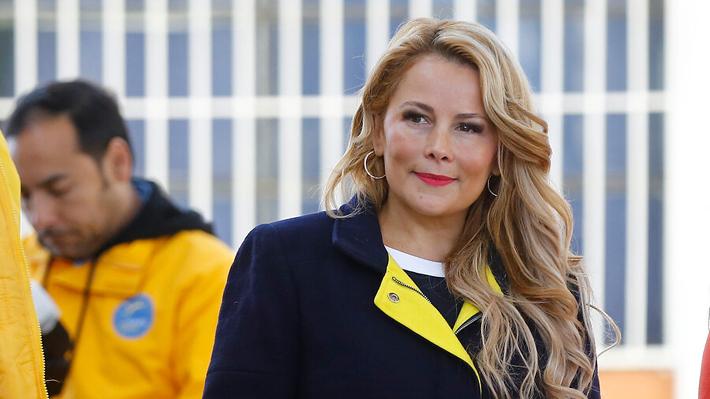 """Cathy Barriga anuncia segunda muerte por Covid-19 en matinal y otros alcaldes la acusan de """"irresponsable"""""""
