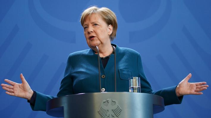 Canciller alemana Angela Merkel da negativo de Covid-19 tras someterse a un primer test