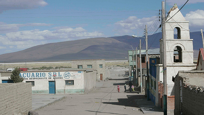 Gobierno de Bolivia trabaja en el traslado de casi 400 personas varadas en la frontera con Chile