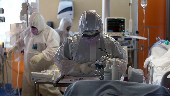 Médicos retirados en Italia vuelven a sus labores para apoyar al colapsado sistema de salud a causa del Covid-19