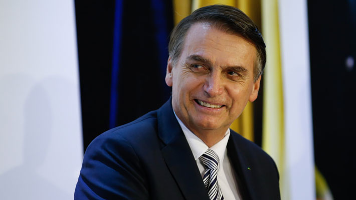 """Bolsonaro califica al Covid-19 de """"gripecita"""" y critica medidas de cuarentena"""