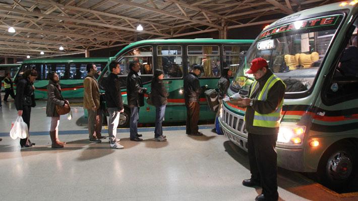 Dos buses fueron devueltos a Santiago por trasladar a personas que incumplieron la cuarentena obligatoria