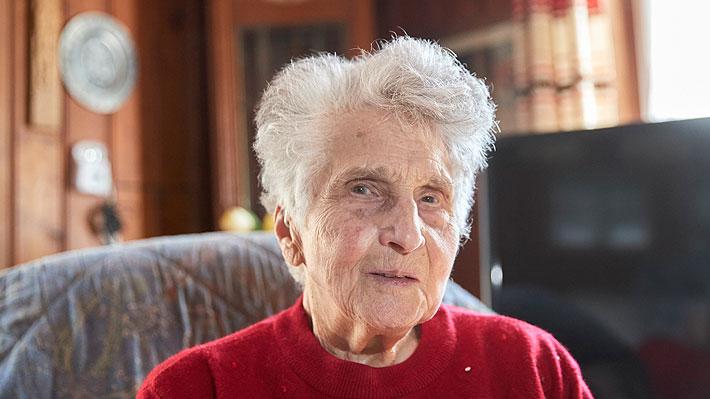 """Mujer suiza de 95 años regresó a su casa tras recuperarse de covid-19: """"No tenía miedo a morir"""""""