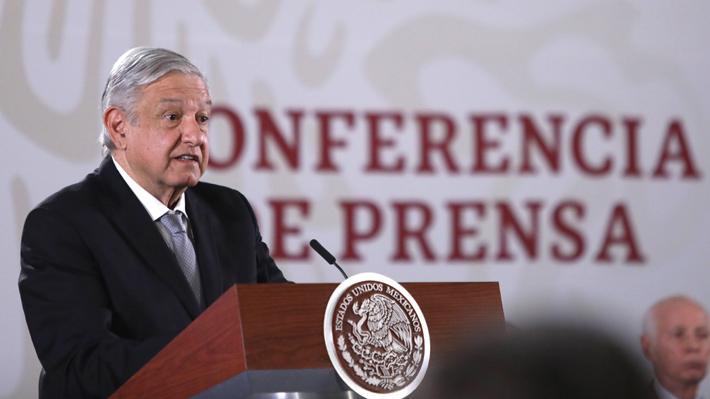 """AMLO cambia de opinión sobre el covid-19 y llama a los mexicanos a """"no salir a la calle"""""""