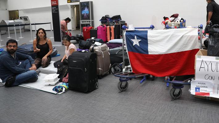 """Canciller a chilenos varados en el extranjero: """"Si quieren volver que hagan todos los esfuerzos... el tiempo corre en contra"""""""