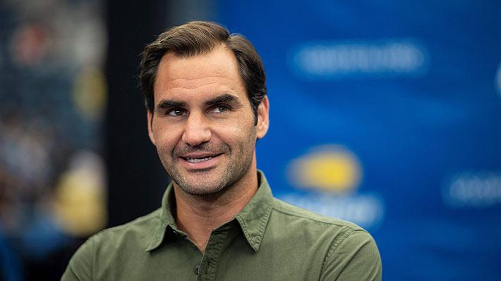"""Video: Roger Federer se luce de manera notable con """"trucos"""" bajo la nieve en plena cuarentena"""