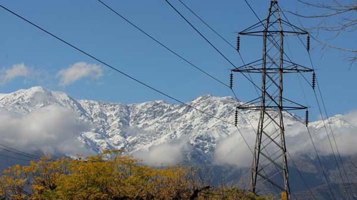 Grupo transversal de diputados pide postergar inicio de horario de punta en sistemas eléctricos por efectos del covid-19