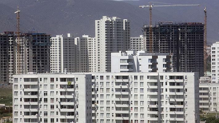 Ante baja de tasa y caída en demanda de viviendas: Expertos analizan escenario inmobiliario frente a una eventual compra