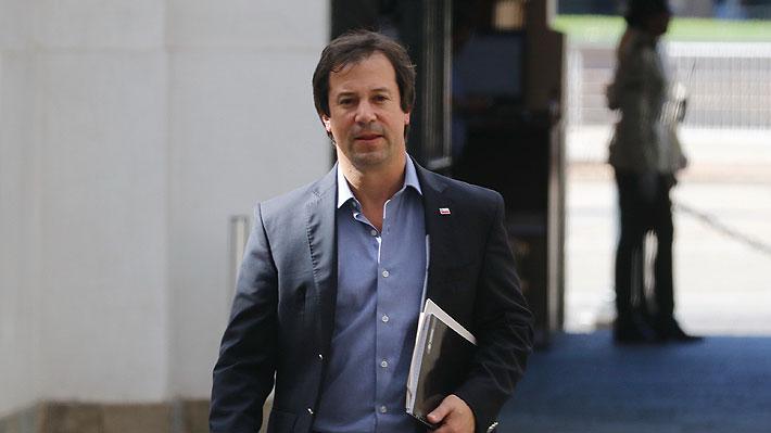 """Ministro de Economía critica a la banca: """"Me produce impotencia que cuando la gente necesita liquidez, el sistema se demore"""""""