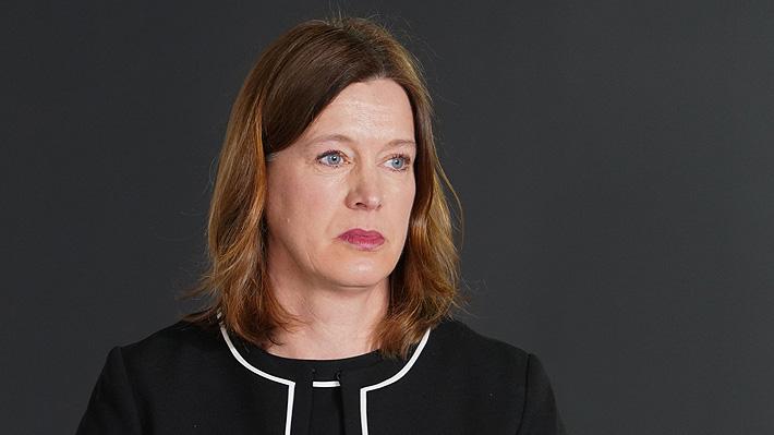 Irresponsabilidad de ministros de Salud en la mira: Autoridades de Escocia y Nueva Zelanda renuncian por violar confinamiento