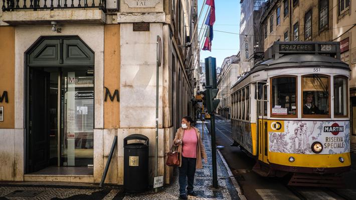 La lucha de Portugal, el país cuyo número de fallecidos por covid-19 es 32 veces menor que su vecino España