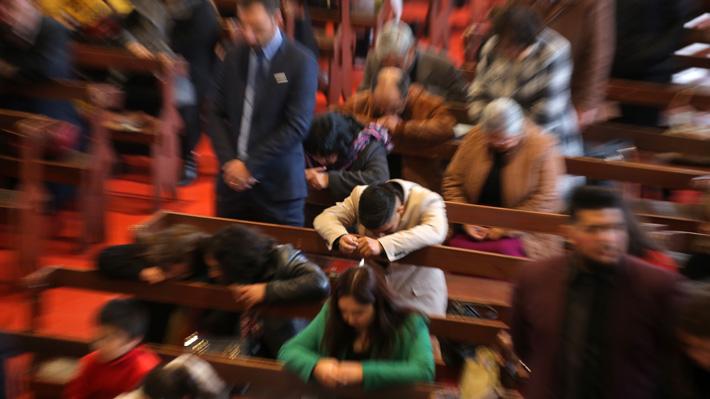 Brotes en cultos y ceremonias sin autorización: Cómo el coronavirus golpea a las iglesias evangélicas