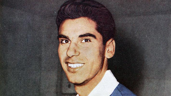 """Pesar en el fútbol chileno: Fallece Carlos """"Pluto"""" Contreras, mundialista con la """"Roja"""" en 1962 e integrante del histórico Ballet Azul"""