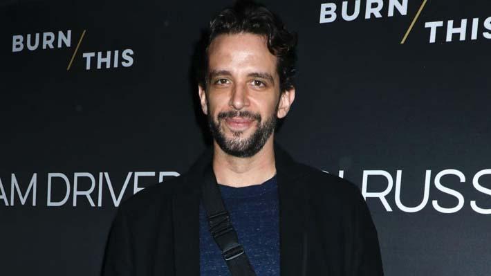 Actor de Broadway de 41 años presentó complicaciones en tratamiento contra el covid-19 y perdió una de sus piernas