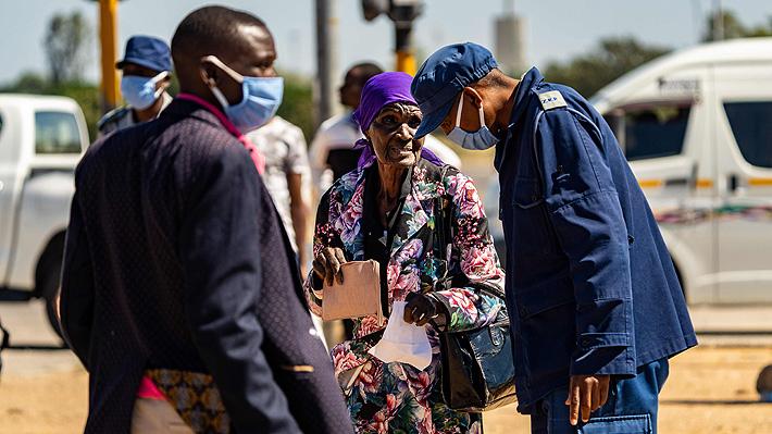 """La """"tormenta perfecta"""" que azota a Zimbabwe: coronavirus, hambre y crisis económica"""