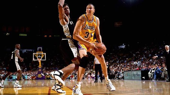 """La historia del hombre que superó a Michael Jordan en el draft y que es calificado """"como el peor error en la historia"""" de la NBA"""