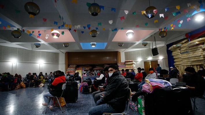 Colegio de Las Condes recibirá a 200 ciudadanos bolivianos para que cumplan cuarentena antes de regresar a su país