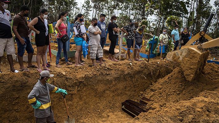 Un ejemplo del caos y crisis en Brasil: En Manaos no quedan ataúdes y entierran a muertos en fosas comunes