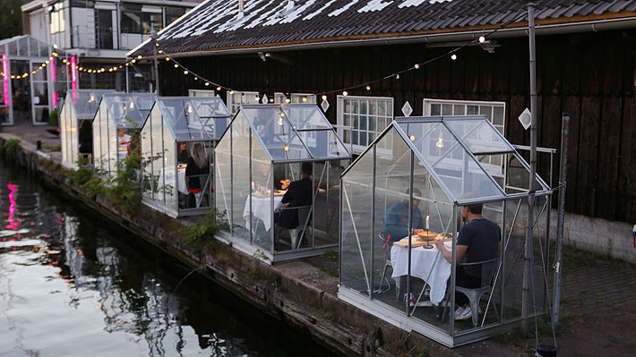 """Comedores """"privados"""" o mamparas transparentes: Restaurantes buscan soluciones para reabrir en tiempos de coronavirus"""