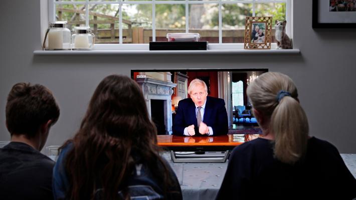 """La confusión que ha generado en Reino Unido el """"contradictorio"""" plan de desconfinamiento de Boris Johnson"""