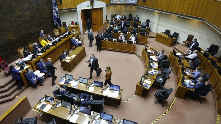 38 diputados y 13 senadores: Los parlamentarios que no podrían repostular si se aprueba el límite a la reelección